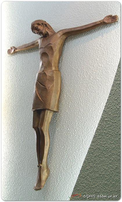 주님은 십자가에 높이달리사...