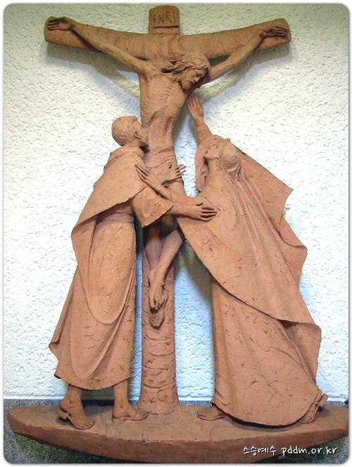 당신의 어머니께서 십자가 곁에 서 계셨다